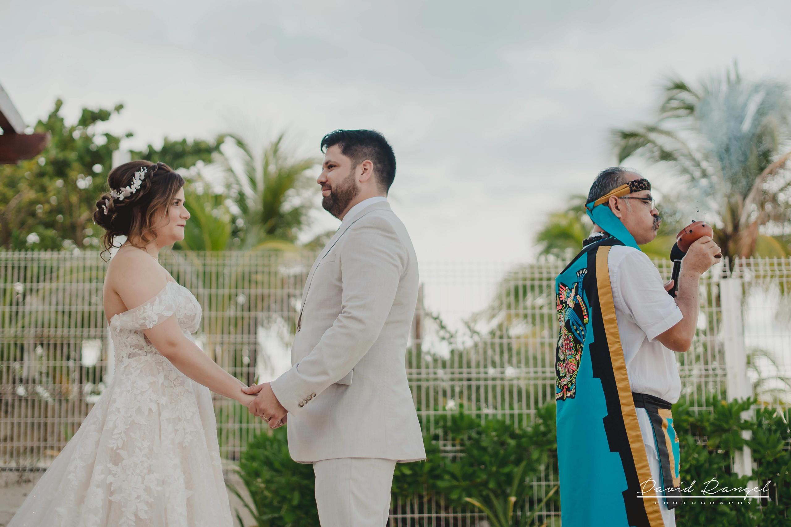 groom+bride+wedding+ceremony+dress+villa+chenera+isla+blanca+costa+mujeres+garden+beach+chaman+traditional+mayan+wedding