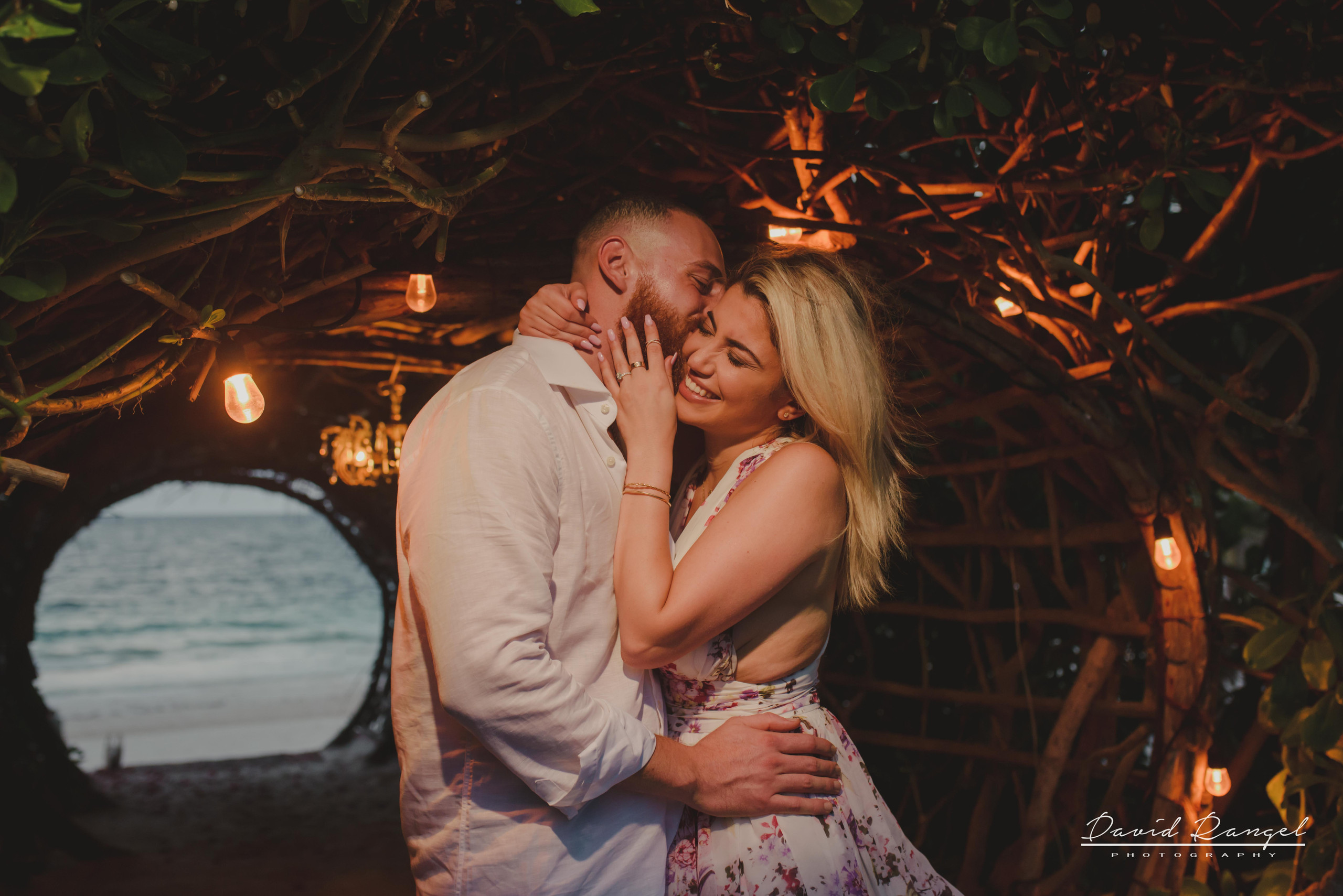 engagement+session+photo+shot+romantic+sorprise+beach+caribe+sand+mexico+tulum+casa+malca+hotel+boutique+girl+man+union+she+say+yes+ring+propose+tunnel