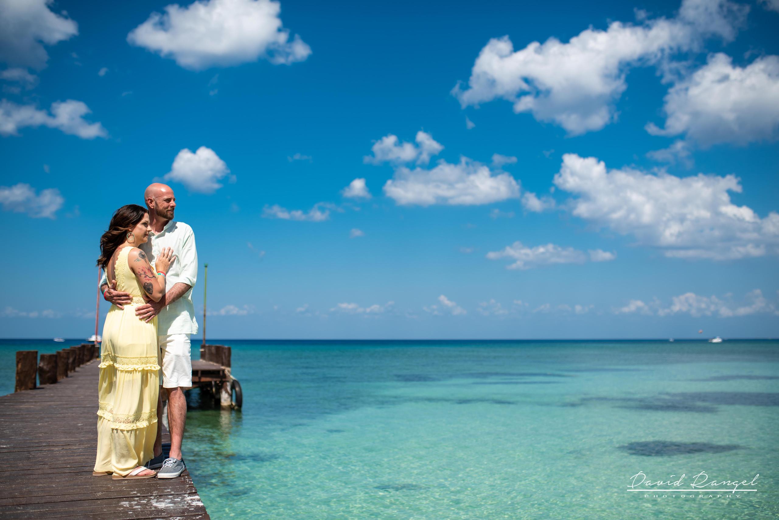 session+beach+cozumel+island+photo+destination+photographer+couple+water+pier