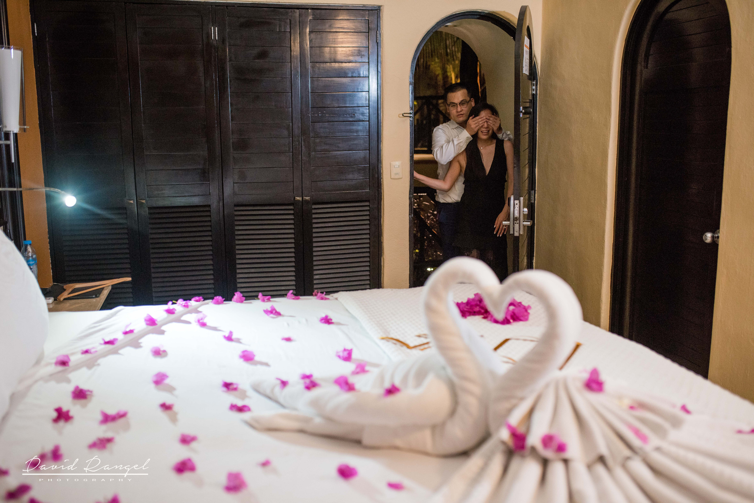 engagement+session+marriage+proposal+couple+night+photo+dorado+casitas+playa+del+carmen+photographer+destination+sorprise+room