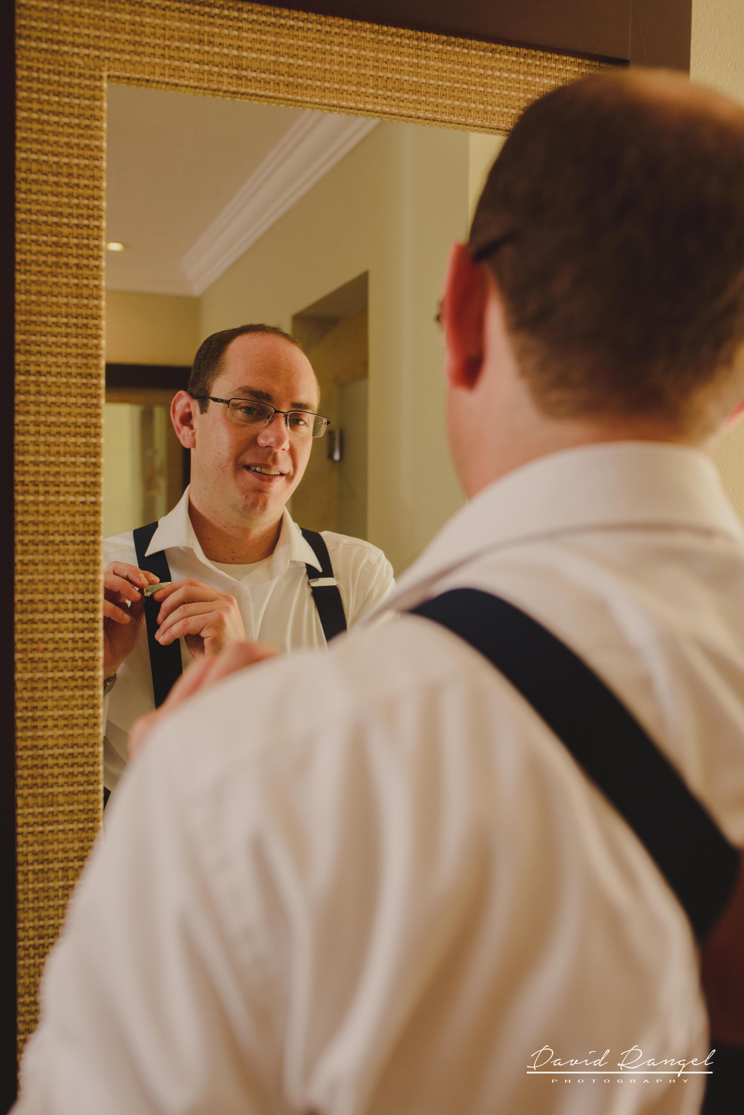 groom+groomsmens+getting+ready+room+photo+suit+crew+mirror