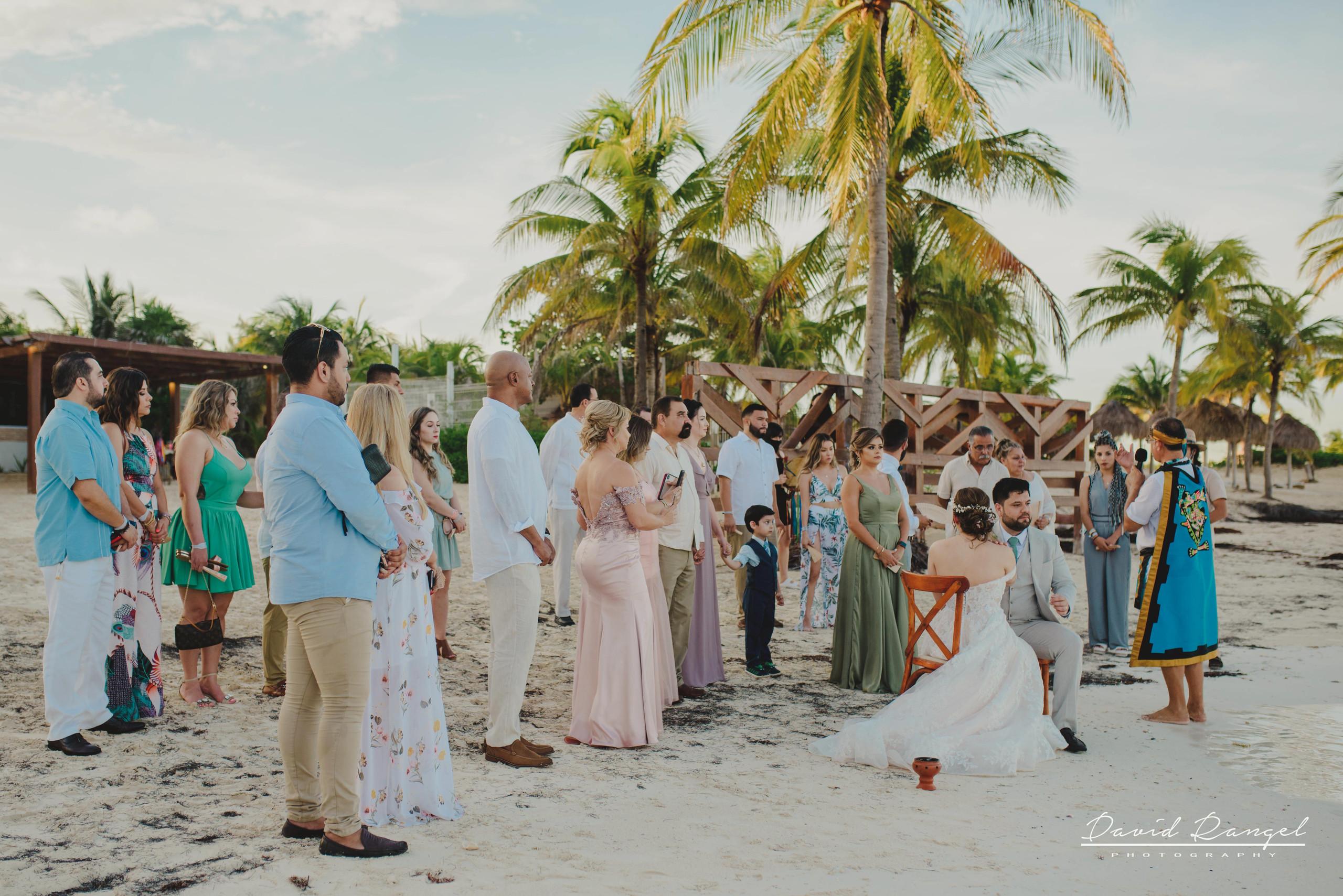 groom+bride+wedding+ceremony+dress+villa+chenera+isla+blanca+costa+mujeres+garden+beach+chaman+traditional+mayan+wedding+guest+friends+family