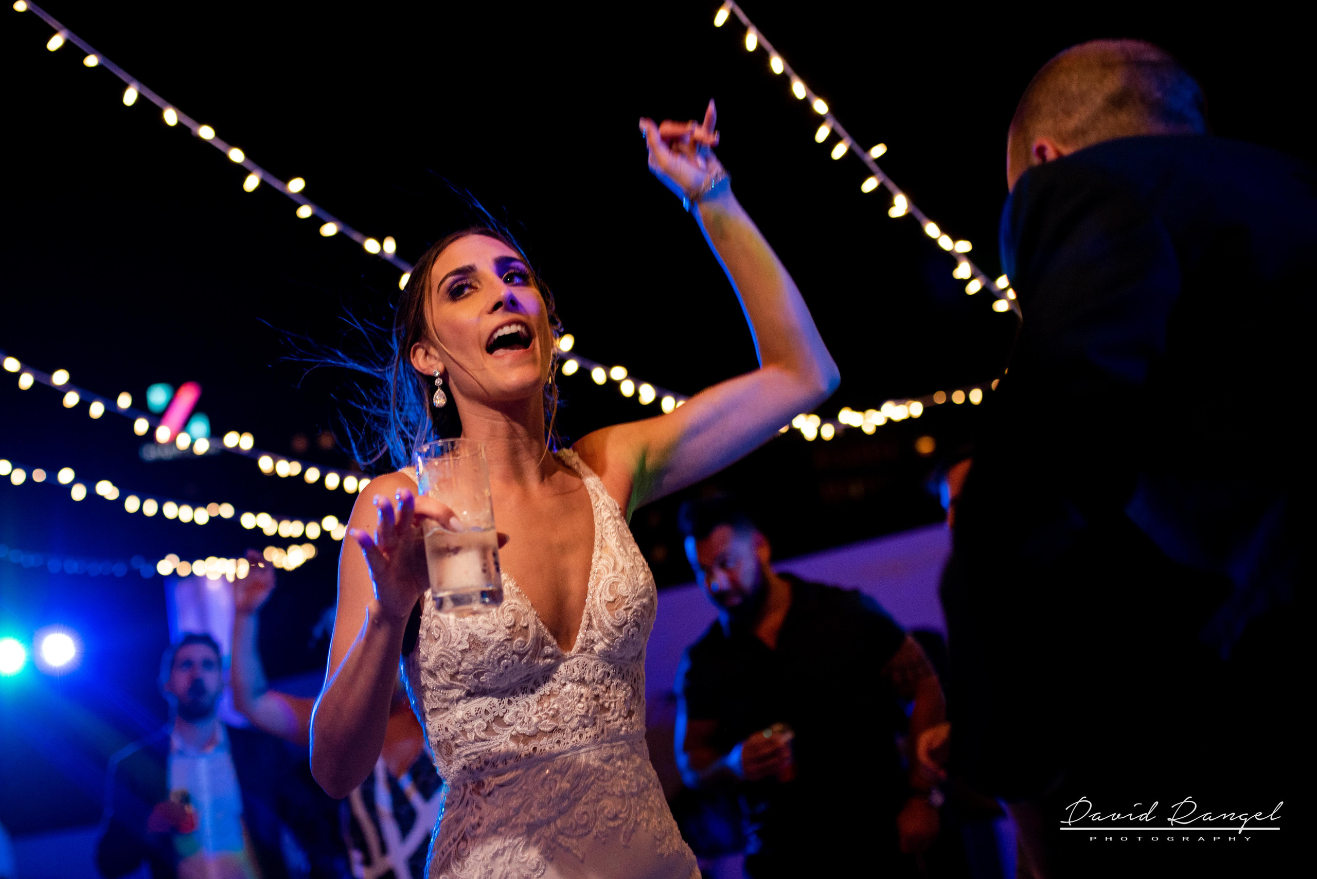 reception+hyatt+ziva+cancun+photo+dance+party+guest+bride