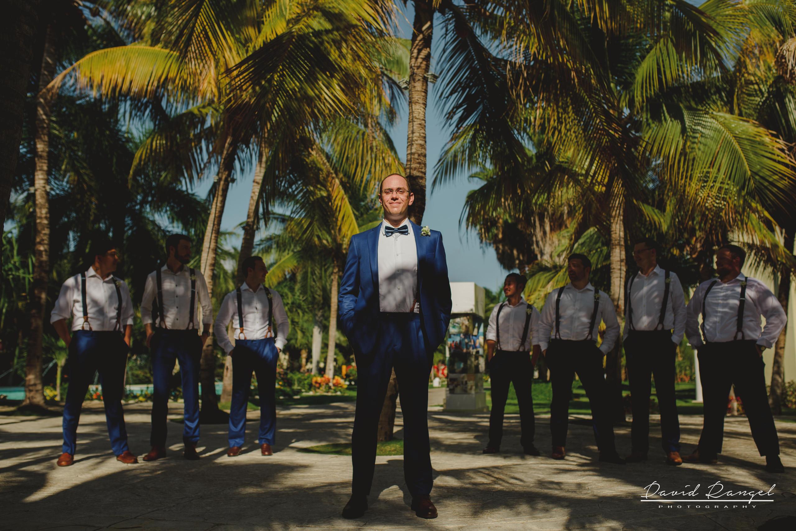 groom+crew+groomsmen+photo+garden