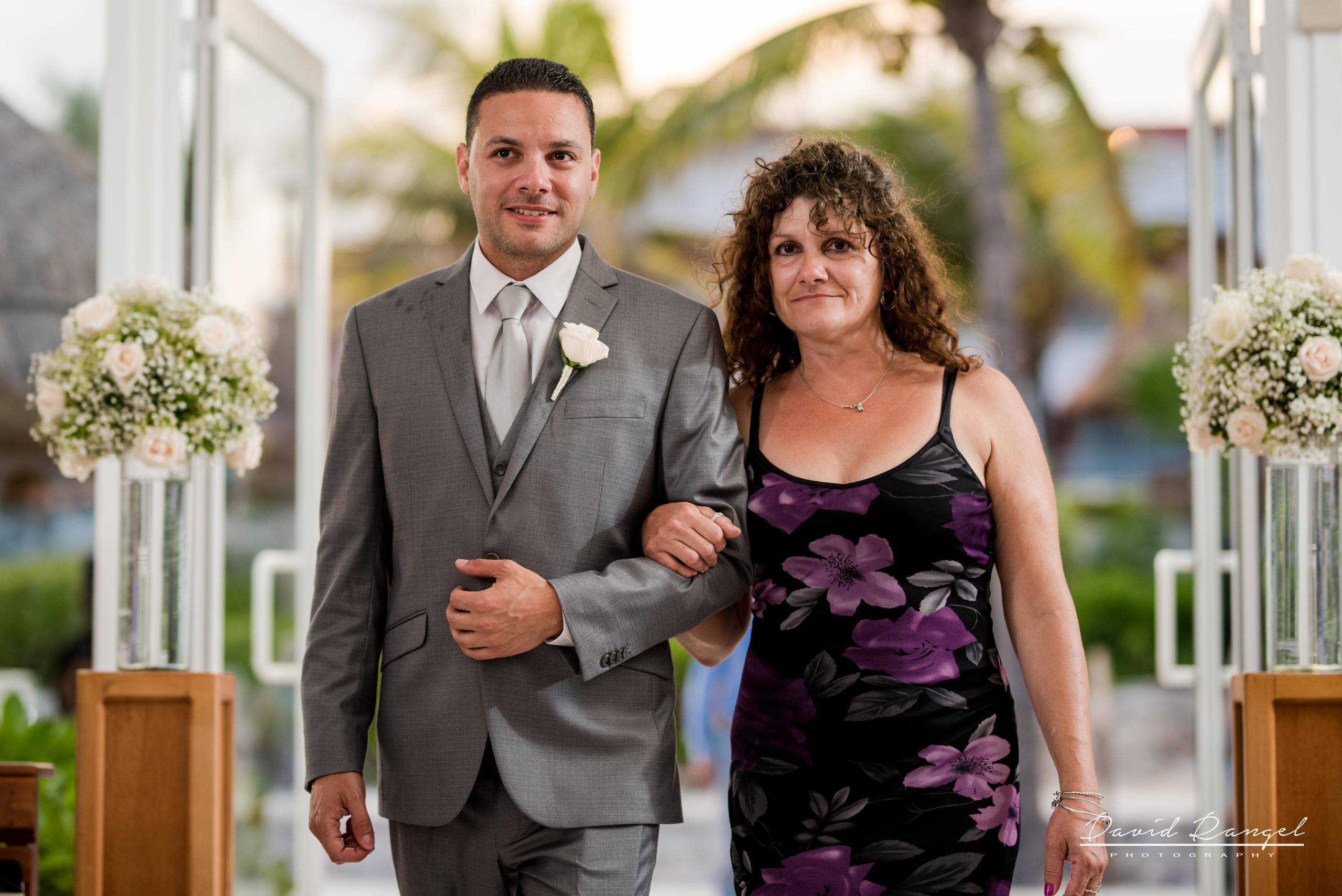 groom+mom+walk+aisle