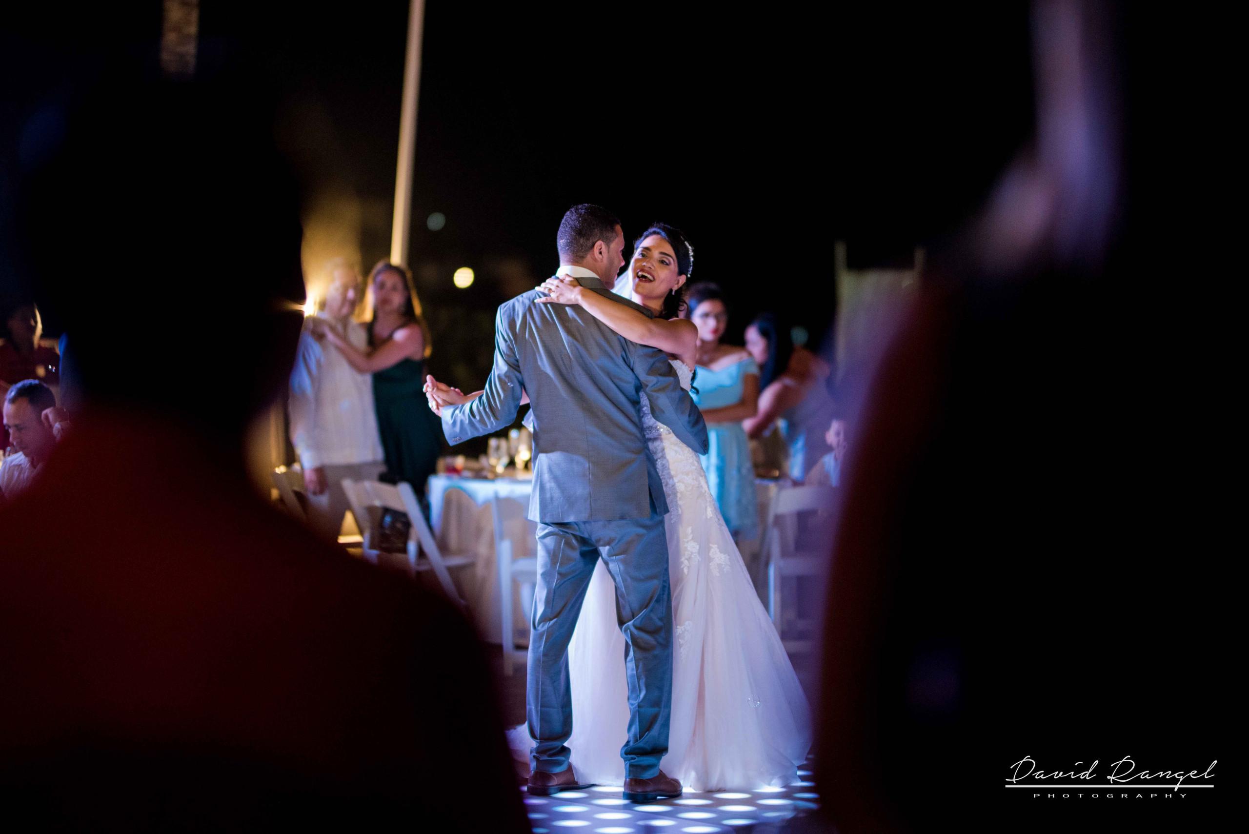 bride+groom+first+dance