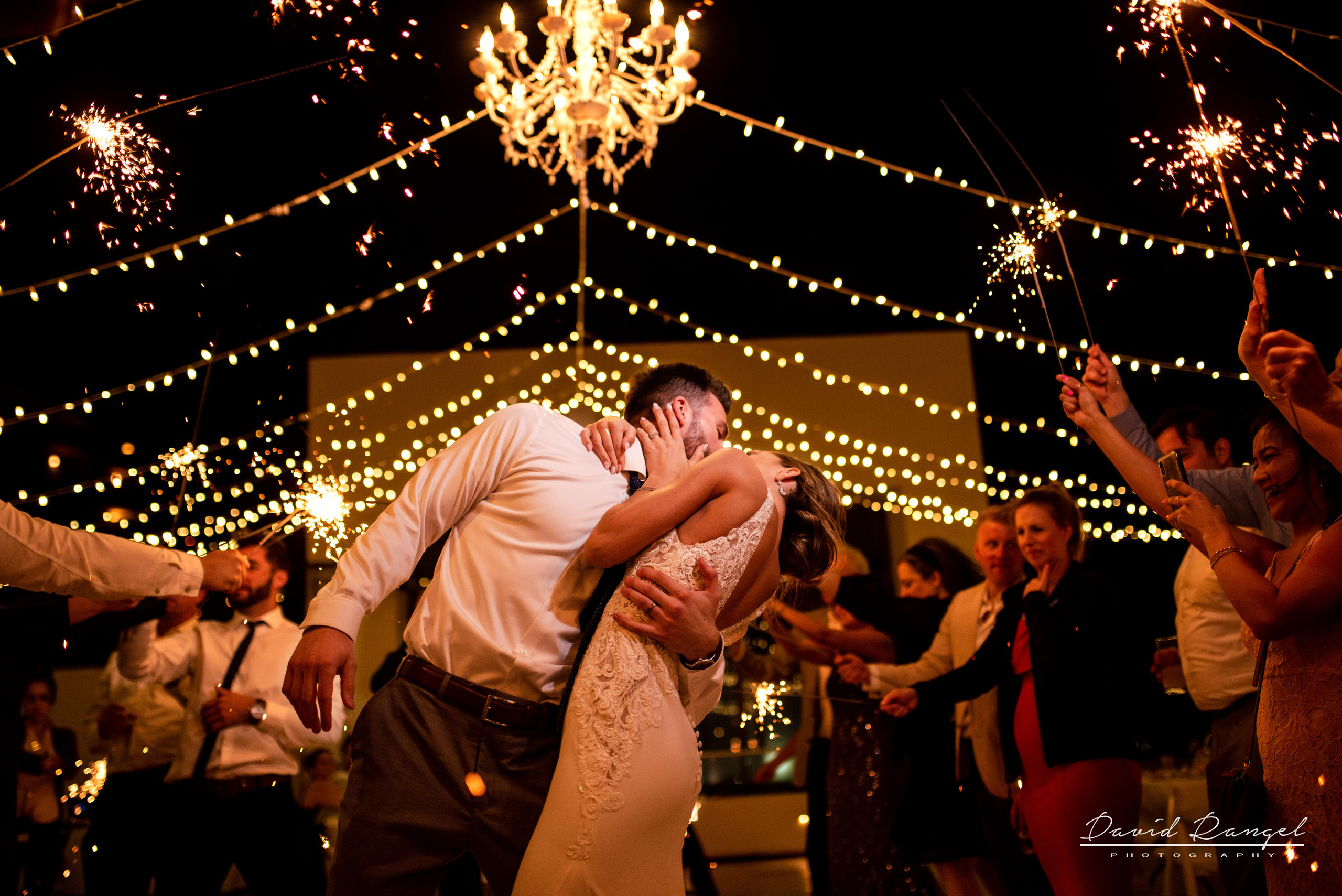 reception+hyatt+ziva+cancun+bride+groom+photo+dance+party+sparkles