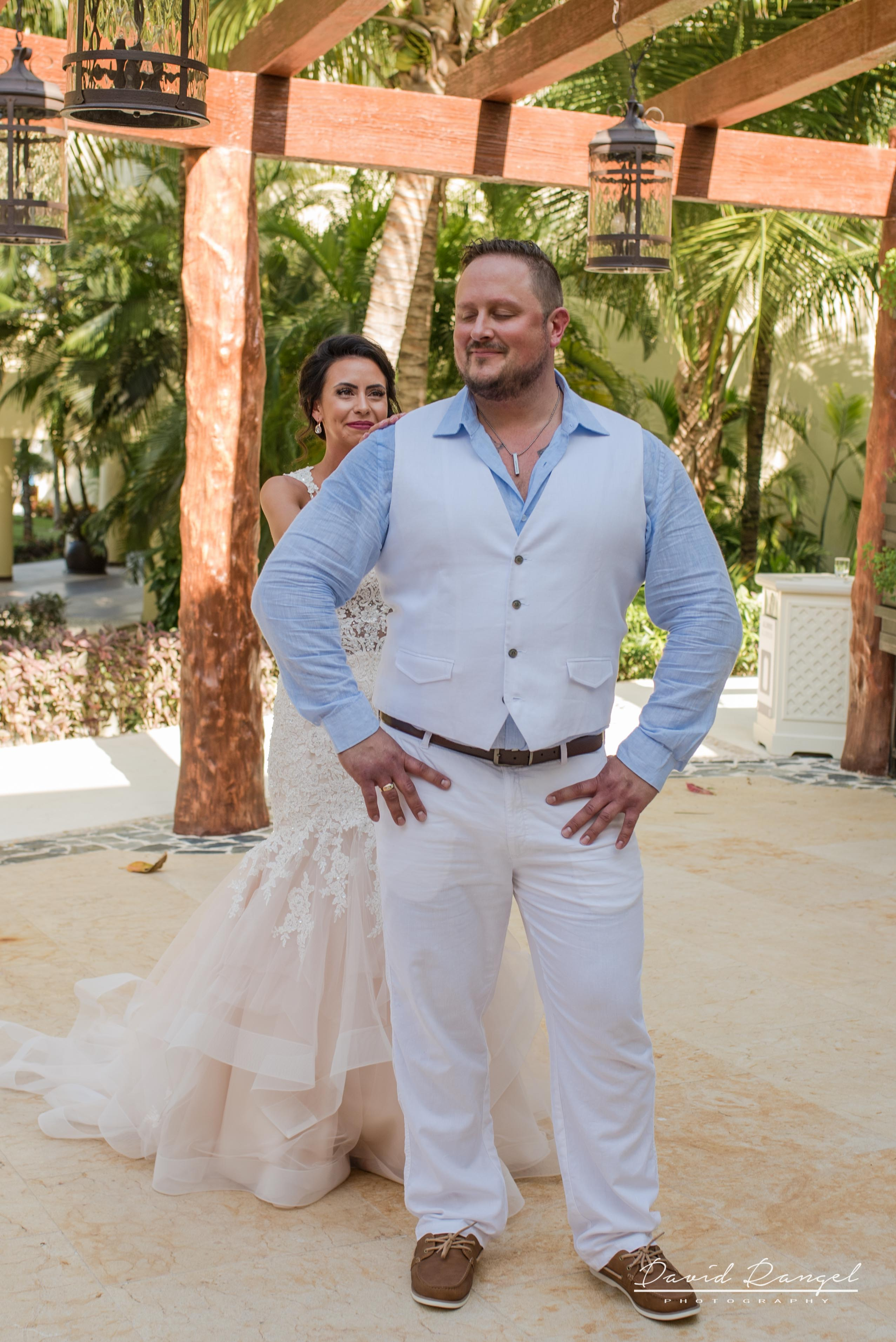 firstlook+bride+groom