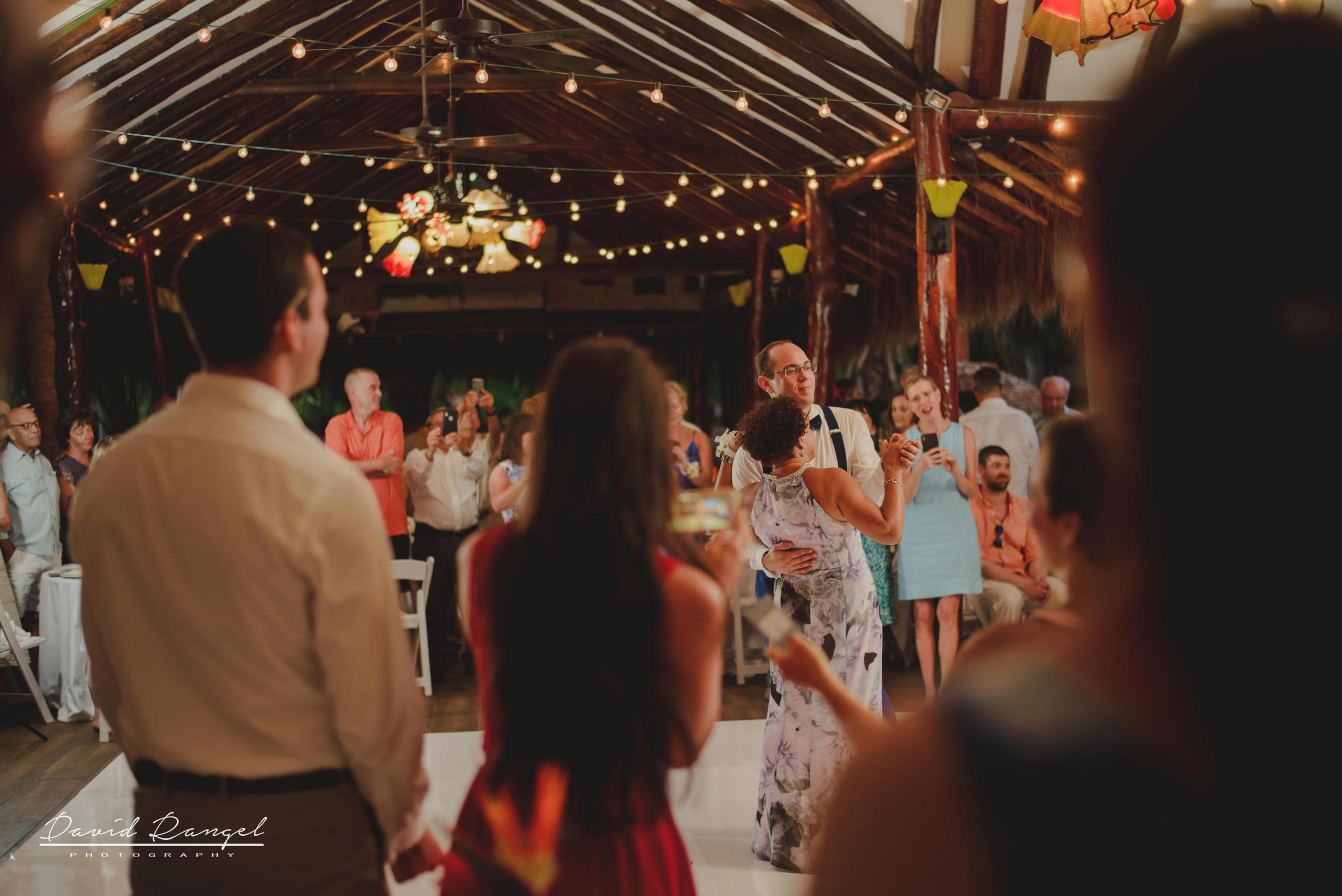 bridal+party+first+dance+bridal+party+first+dance+reception+groom+mother+floorreception+couple+bride+groom+floor