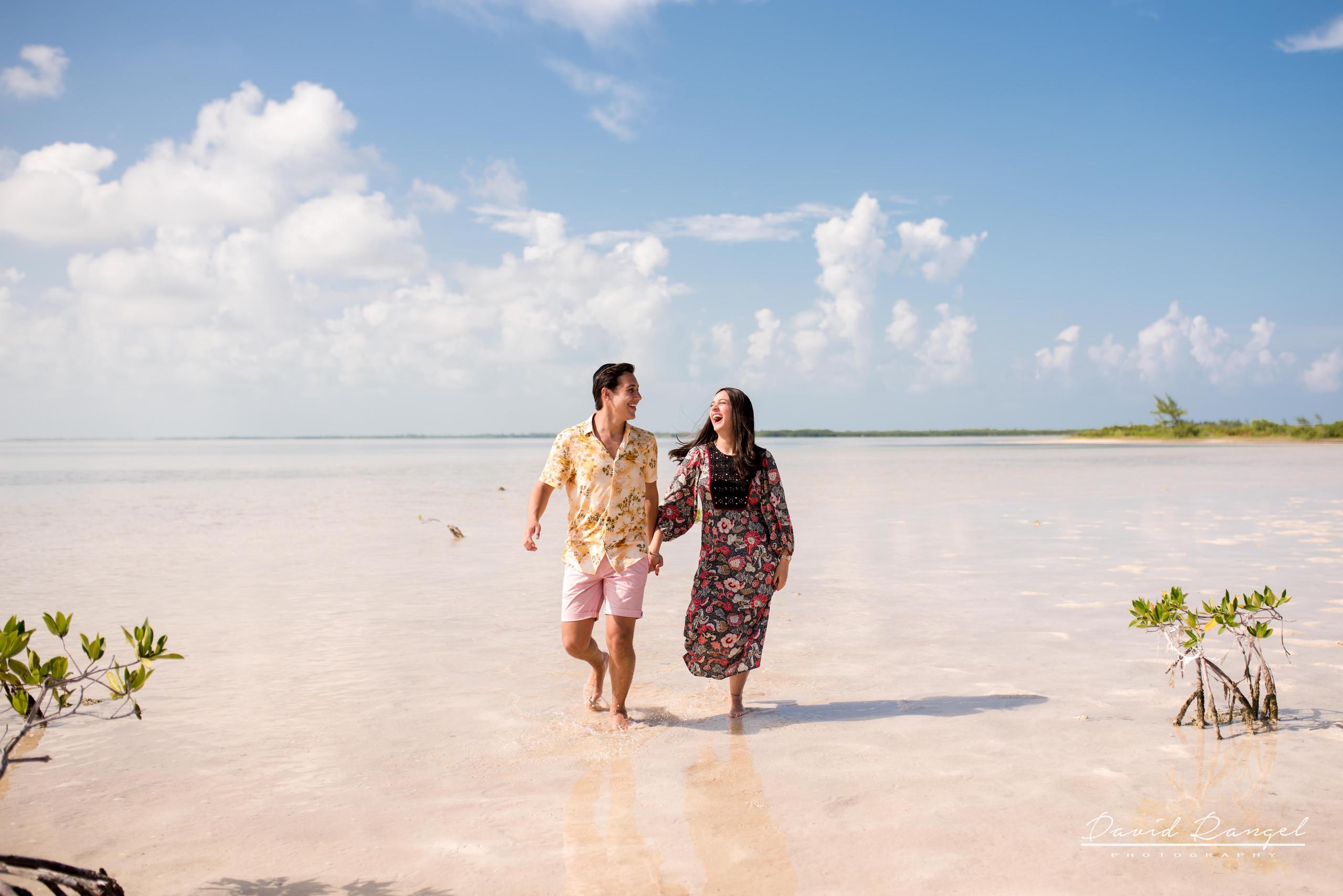 couple+happy+love+together+destination+photographer+photo+beach+caribe+cancun+honeymoon+celebration+isla+blanca