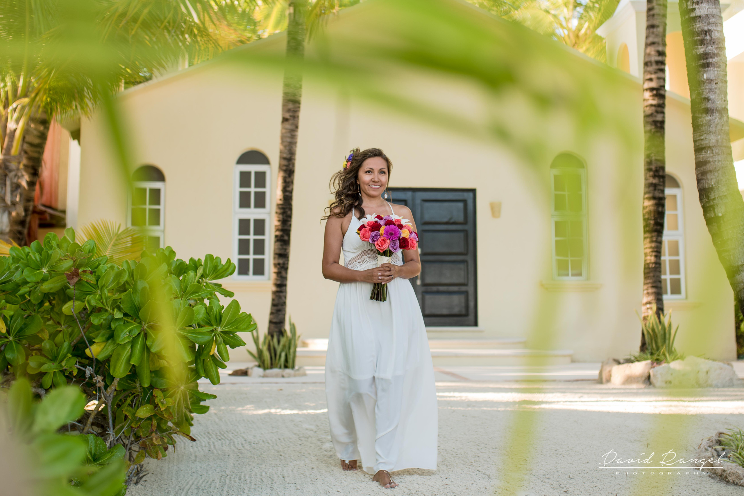 bride+novia+photo+foto+bouquet+chapel+iglesia+wedding+dress+aisle