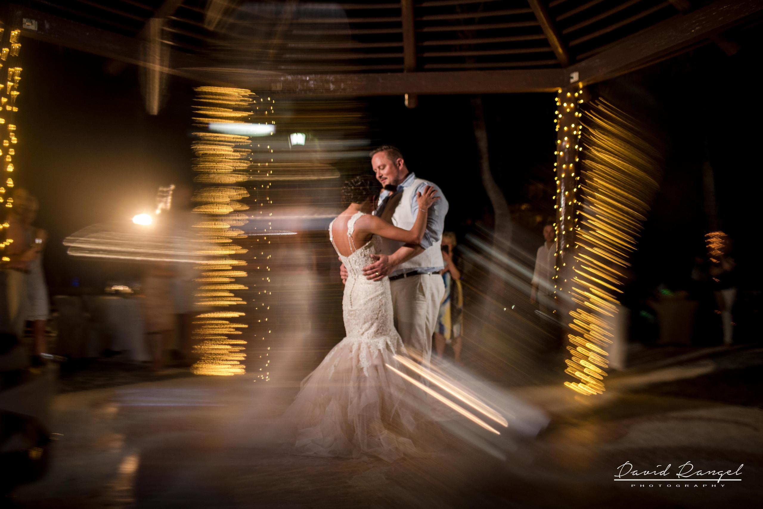 wedding+photo+bride+groom+reception+frame+first+dance