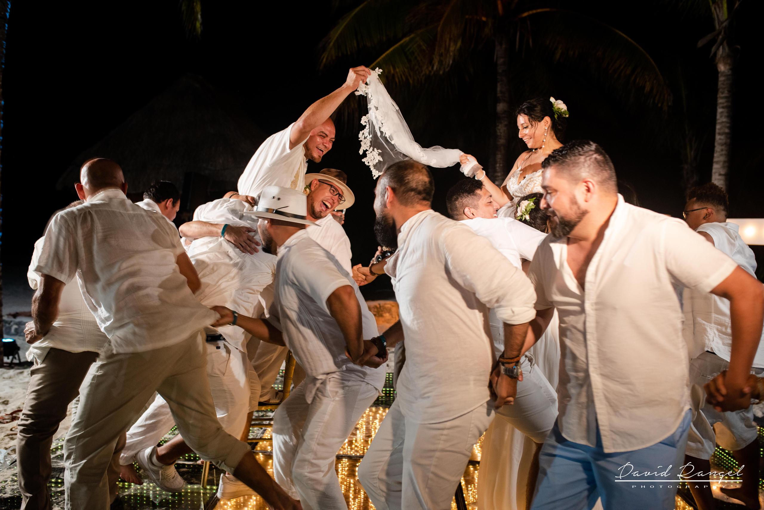 first+dance+occidental+xcaret+venue+dance+floor+bride+groom+love+letters