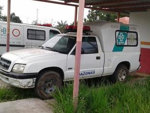 Com ambulâncias quebradas, moradores reclamam e vereador se acorrenta em hospital de Iranduba