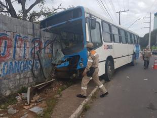 Acidente de ônibus deixa feridos na Zona Oeste de Manaus