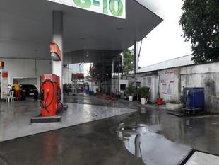 Homens armados rendem funcionários e roubam cofre de posto de combustíveis em Manaus