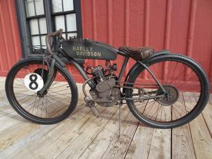 Apaixonado por motos, paranaense cria réplicas do início do século XX