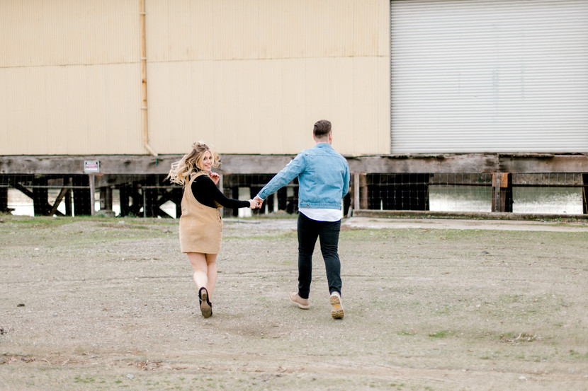 couples engagement photographer