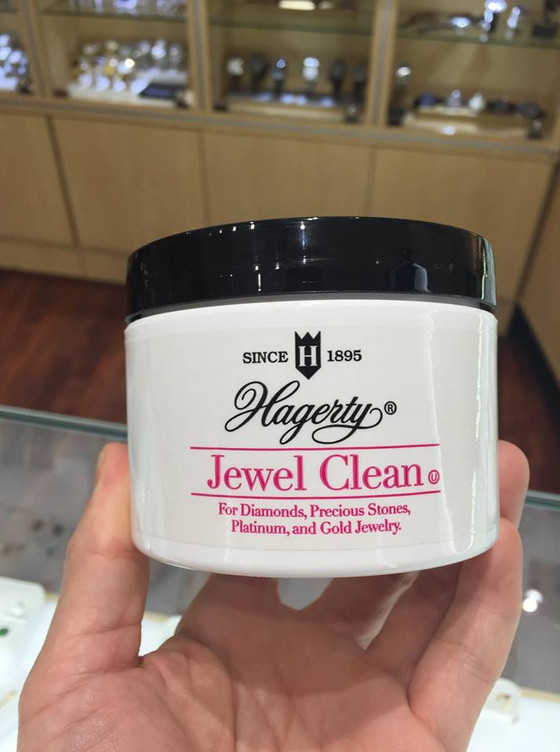 How to Clean Jewelry Using Cleaner