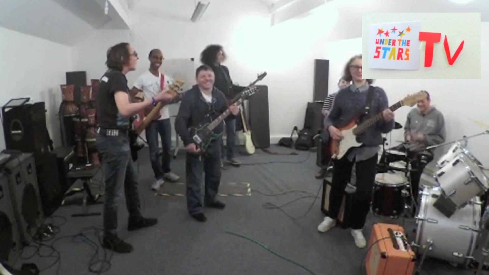 UTS-TV - Ben's Bassline!
