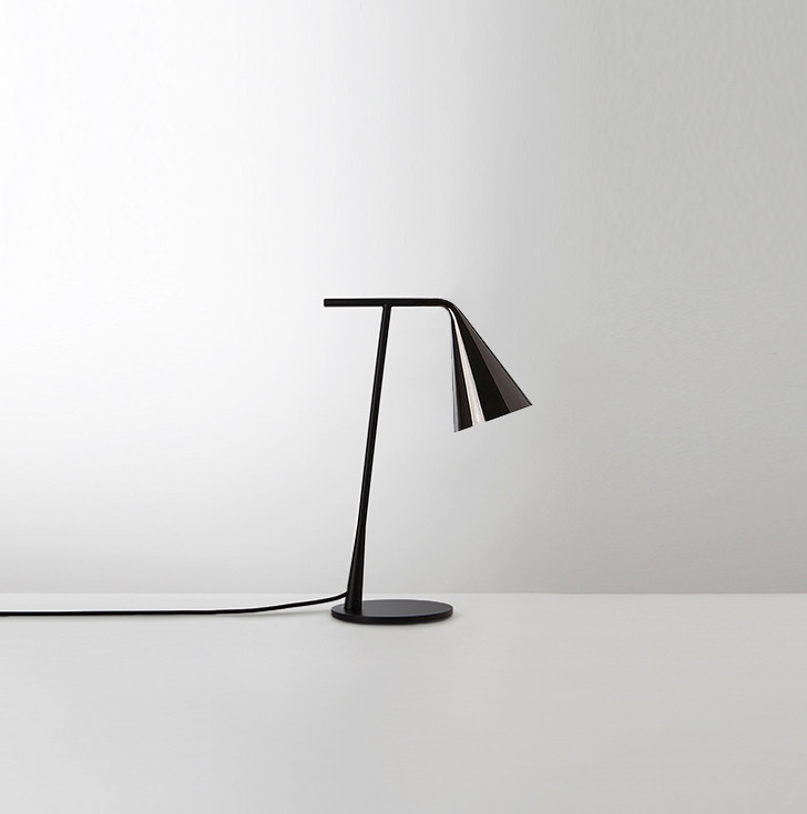 Black powder coated steel reading lamp with black nickel finishing adjustable reflector