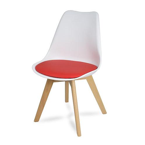 Designerskie krzesło z czerwoną poduszką