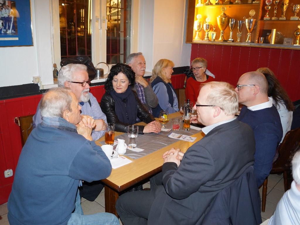 Jörg Becker (PV), Frank Körner (Stadtführer), Cansel Kiziltepe (MdB u. stellv. Kreisvorsitz. SPD Friedrichshain-Kreuzberg), Reimar Döhlitz u. Frau (Eintracht Südring), Sigrid Masuch (PV Dêrik), Sven Heinemann (MdA u. SPD), Bernd Schlömer (MdA u. FDP)
