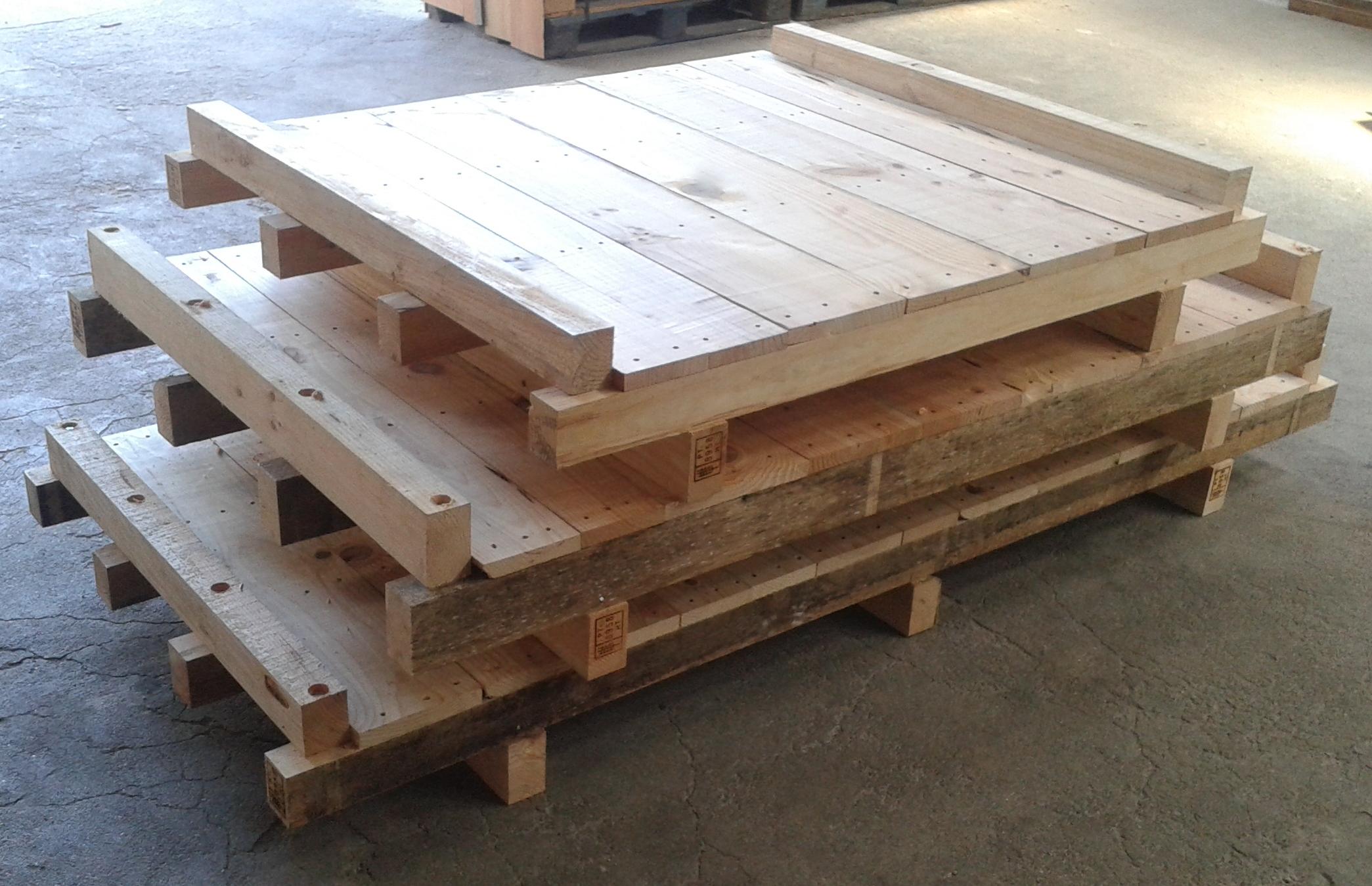 Paletes de madeira com tampo corrido