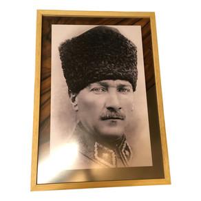 Atatürk'e çift cam çerçeve