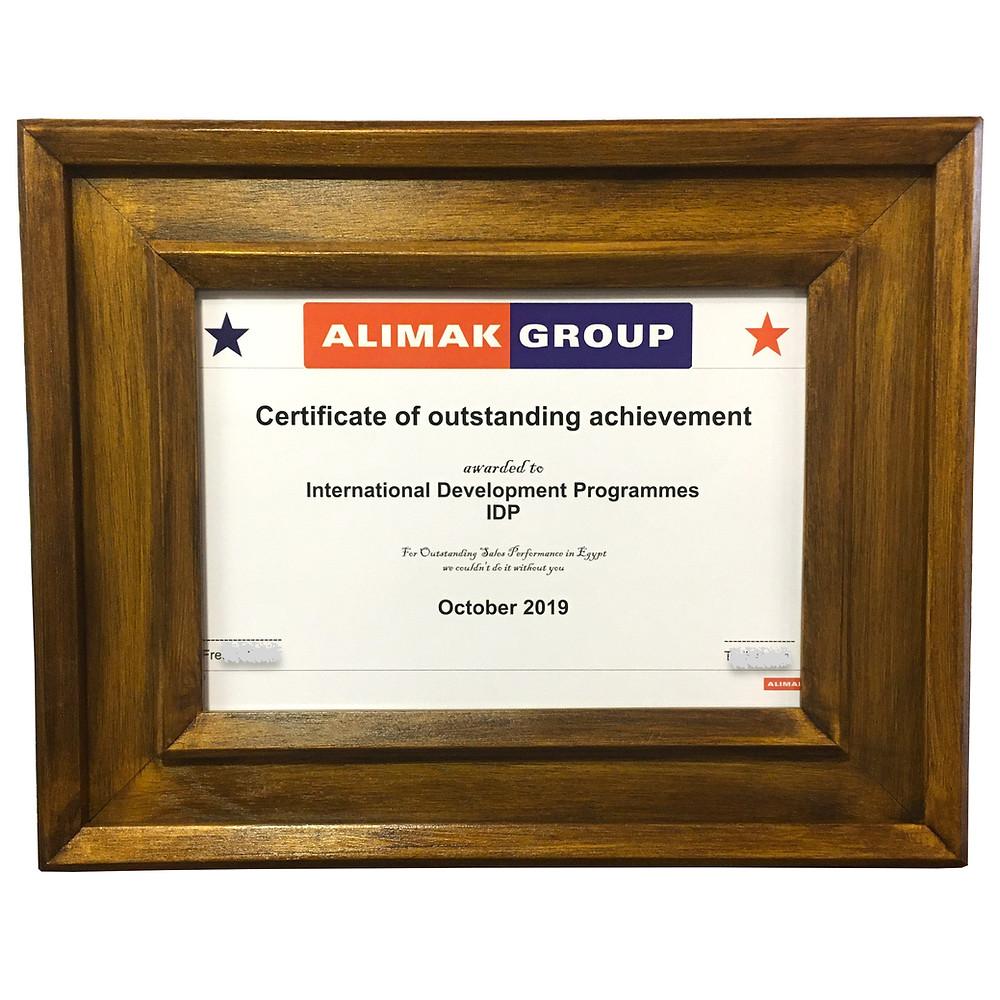 Diploma ve sertifika için el yapımı özel ahşap çerçeve.