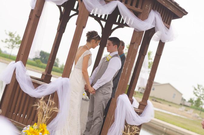 7 Ways to De-Stress While Wedding Planning