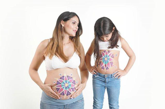 Belly painting, barrigas pintadas, mamá e hija, las Palmas de gran canaria. Fotografía de embarazo