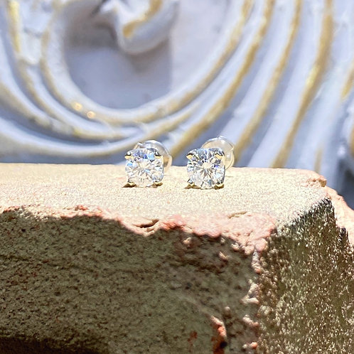 1.52ct. Round Diamond Earrings