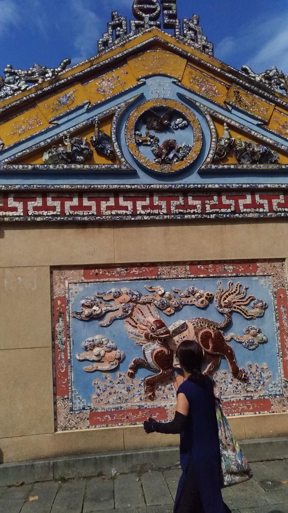 レ・ヴァン・ズェットが祀られた祈祷所はキレイなタイルで装飾されています