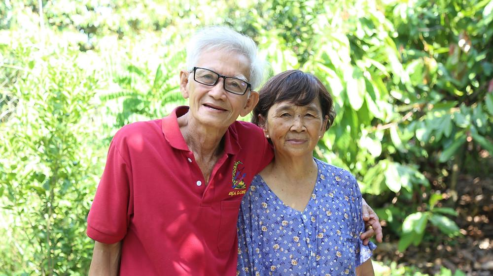美男美女の老夫婦が家族で栽培する農園。夫婦愛が素敵。