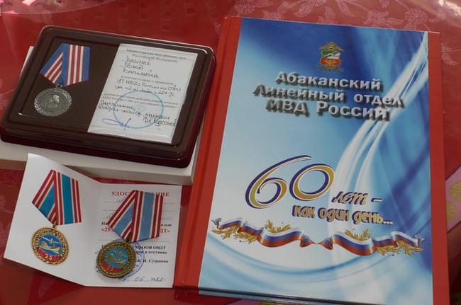 Сотрудники и ветераны Абаканского линейного отдела (ЛО) МВД России поздравили ветеранов