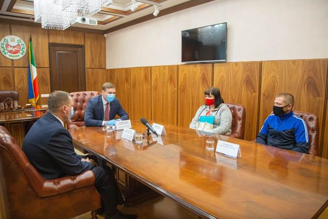 Правительство Хакасии выделит средства многодетной семье из Черногорска на переселение из аварийного