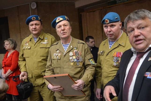 В Хакасии вручили медали «30 лет выполнения боевой задачи, окончания боевых действий и вывода войск