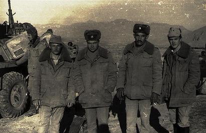 Офицеры 6-й мср 122 мсп на блок-посту.jp