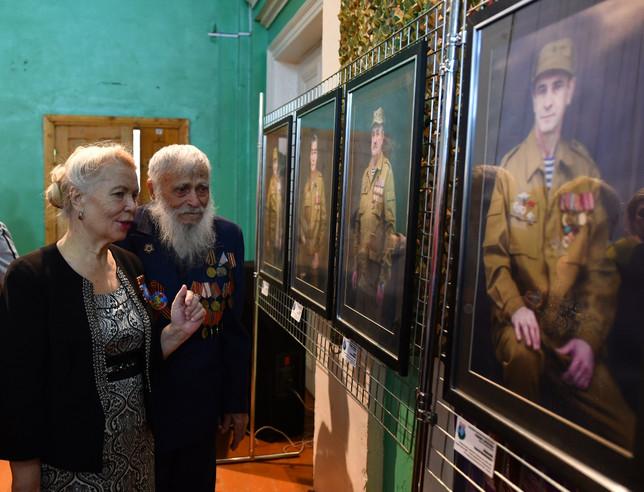Фото-выставка «Во славу державы»  открыта в Усть-Абаканском районе