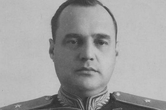 Ветераны боевых действий: Аэропорт Хакасии должен носить имя генерала Тихонова!