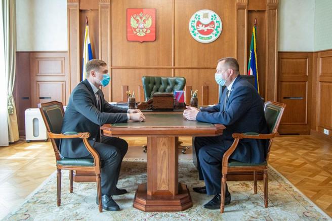 Правительство Хакасии решает социально важные вопросы в тесном взаимодействии с профильным комитетом