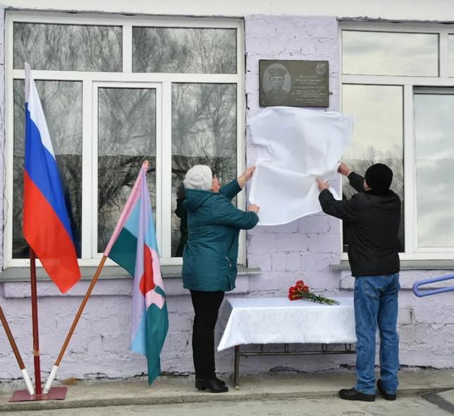 В Хакасии увековечили память погибшего пограничника