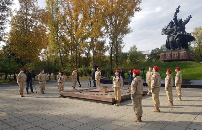 Юнармейцы участвовали в мероприятии по возложению цветов к Мемориалу Воинской славы