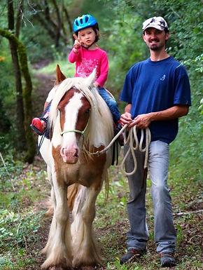 Barry, notre Cheval de Coeur en balade, calme et générosité à toute épreuve avec les Enfants, au milieu de la Forêt Ariégeoise, à L'Orée des Gypsy