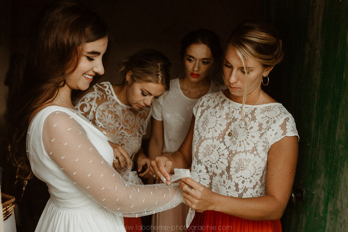 photos : @labohemephotographie Organisation : Prune wedding vidéo : White production Designer : Majenia Art floral : Natipi Traiteurs : Barbich  Layer cake : Kiaora Robe : Anais Misery Jupe : Les mariees de prune
