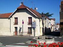Frépillon_(95),_fontaine,_place_de_la_ma