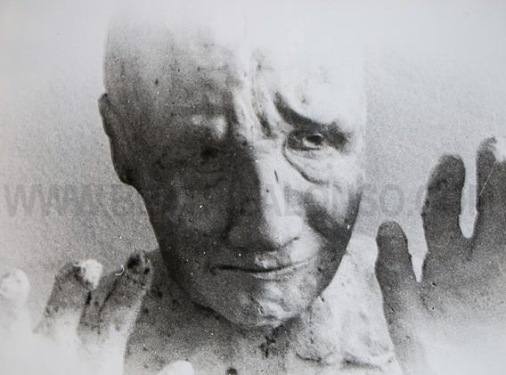 """""""La vista"""" Resina, polvo de marmol y escayola. 45x 50x 35 cm."""