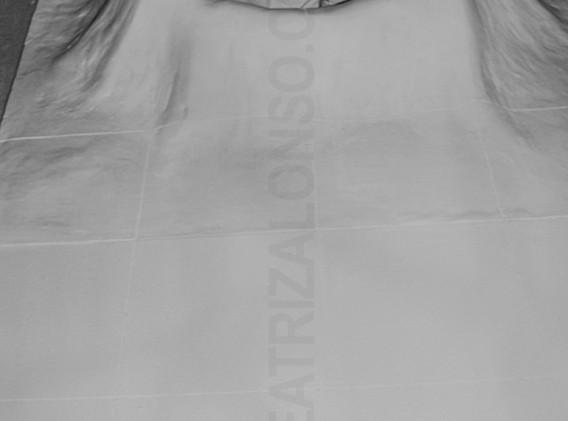 """La cuna"". Resina, tela y polvo de marmol. 180x 100 x 30 cm"