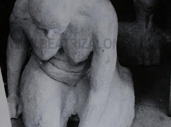 """""""En el camino"""" Resina, polvo de marmol y esayola. 90x 70x100 cm"""